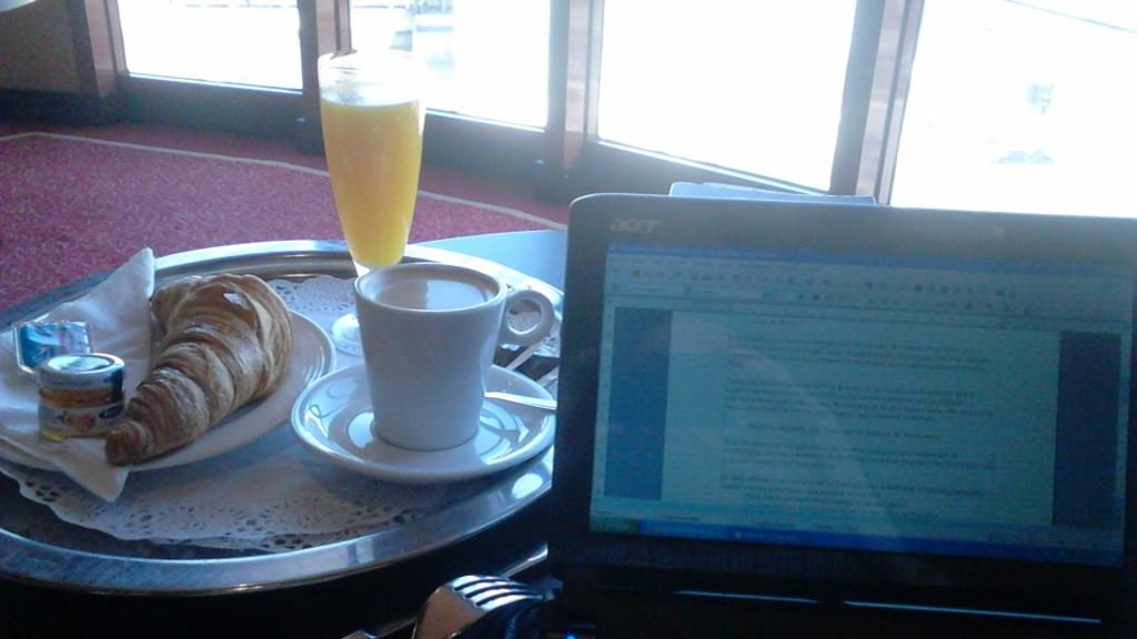 Trabajo y desayuno. Me he vuelto un burgués